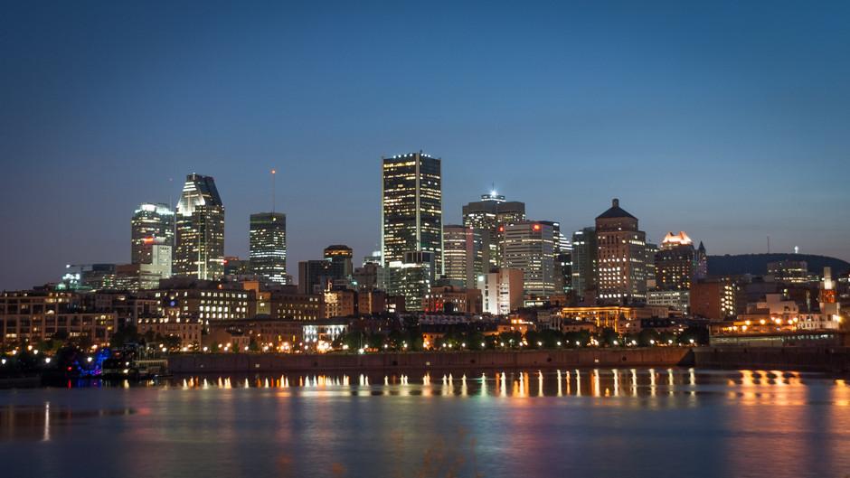 Dsc Montreal Skyline At Night Arrr Aqmask G Wkcgs Gss Il Eob H Gwgggsko Kk Th